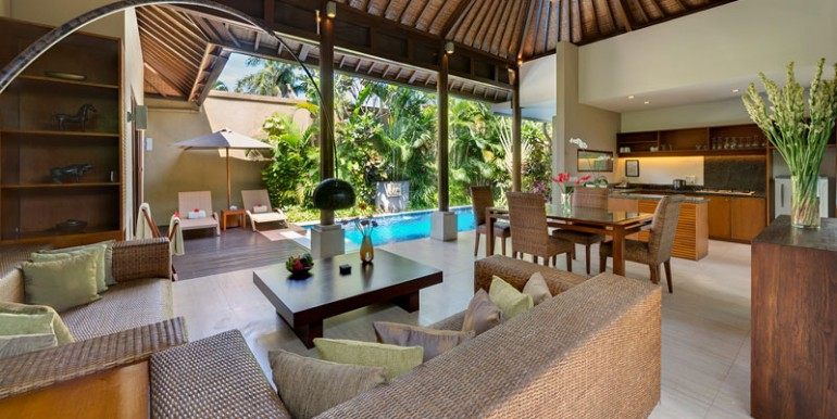 LAK-Solo-Living-area-view-to-pool