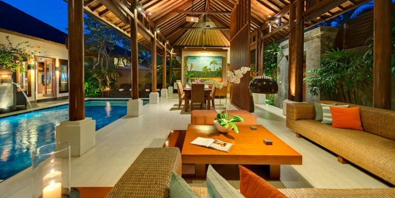 LAK-Living-and-dining-areas-a-tnight