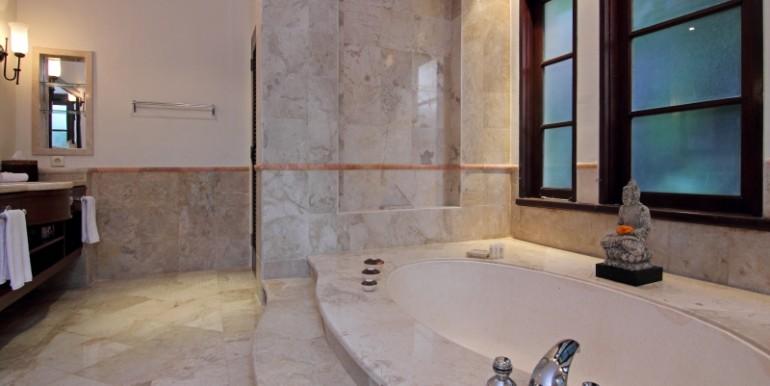 bathtub at master bedroom 2