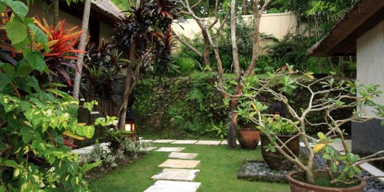 ba-villa-garden1-gl