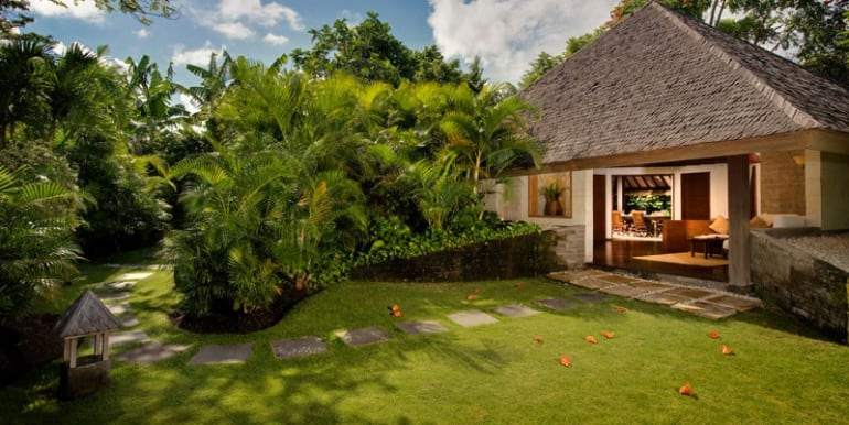 Bali-Bali-Cottage-Exterior-from-Entrance