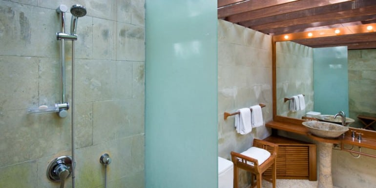 Bali-Bali-Cottage-first-bathroom
