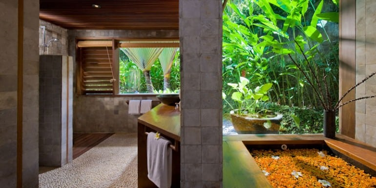 Bali-Bali-Two-–-First-bathroom