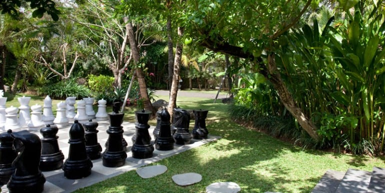 Chess-in-the-garden