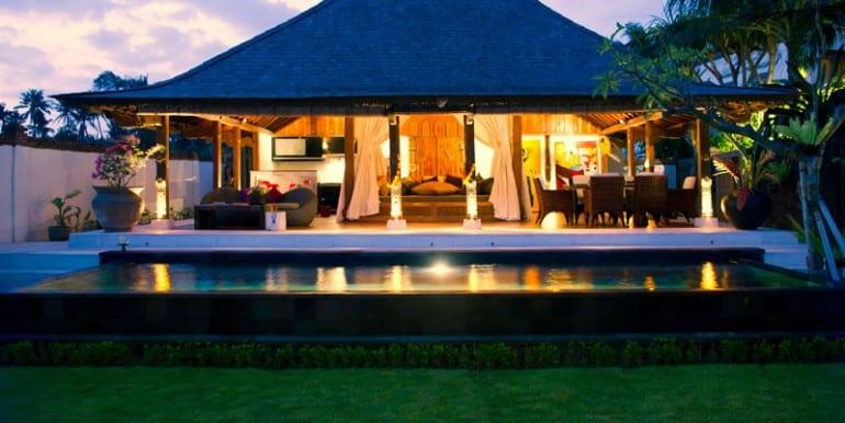 MA-Bridal-suite-at-dusk