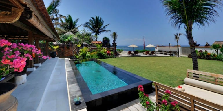 MA-Bridal-suite-pool-and-garden