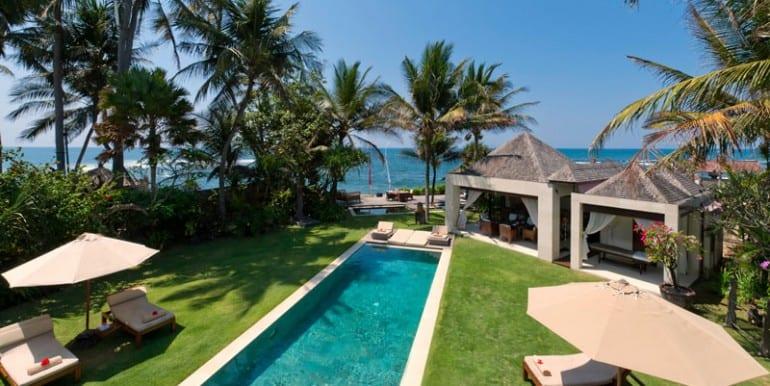 MA-Garden-pool-and-sun-deck