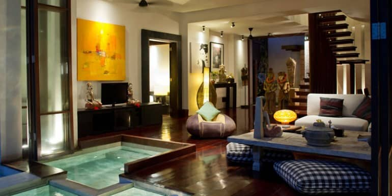 MA-Jacuzzi-and-living-room