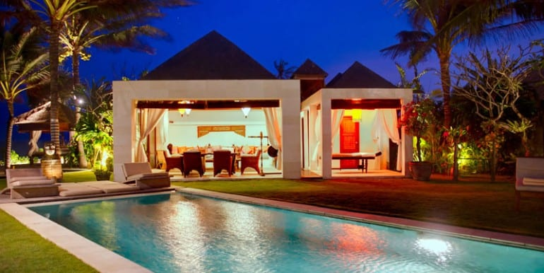 MA-Pool-dining-and-spa