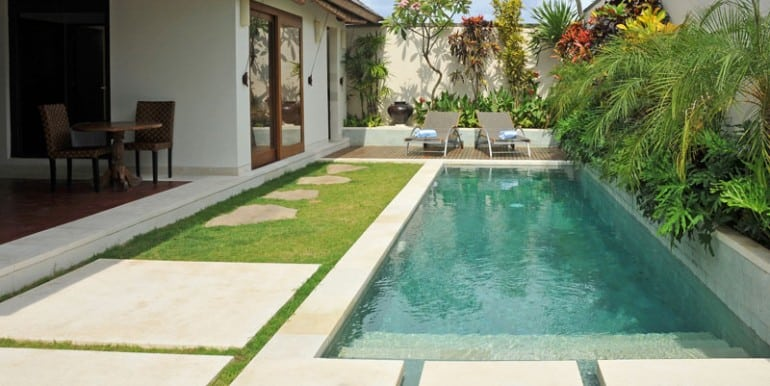 Villa-ARJ-Poolside