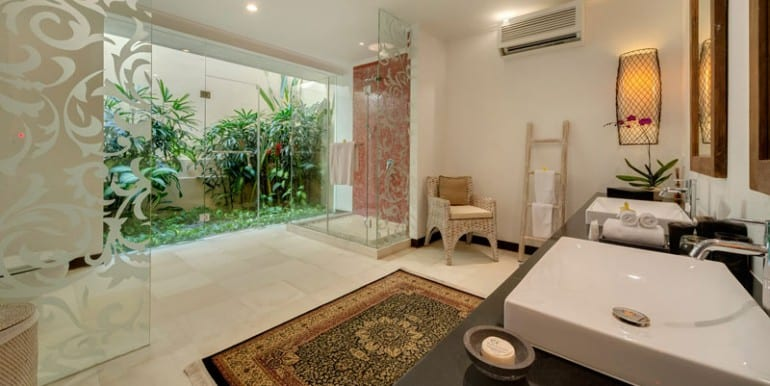 Villa-Ar-Guest-bedroom-one-ensuite