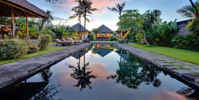 Villa-BEL-pool-and-villa-at-Sunrise