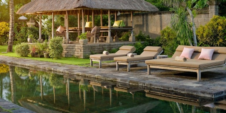 Villa-BEL-swimming-pool-and-antique-bale-gede
