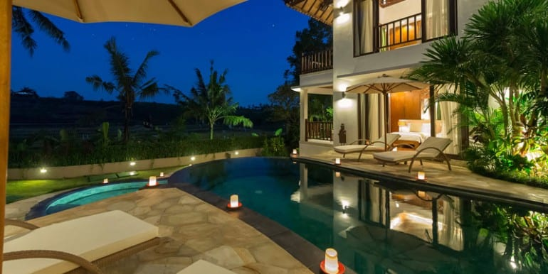 Villa-Da-Poolside-at-night