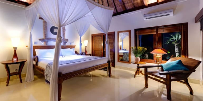 Villa-KE-Guest-bedroom-3-at-night
