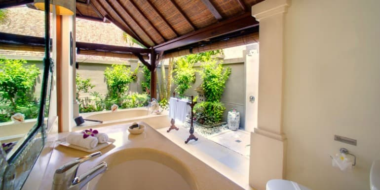 Villa-KE-Master-bathroom