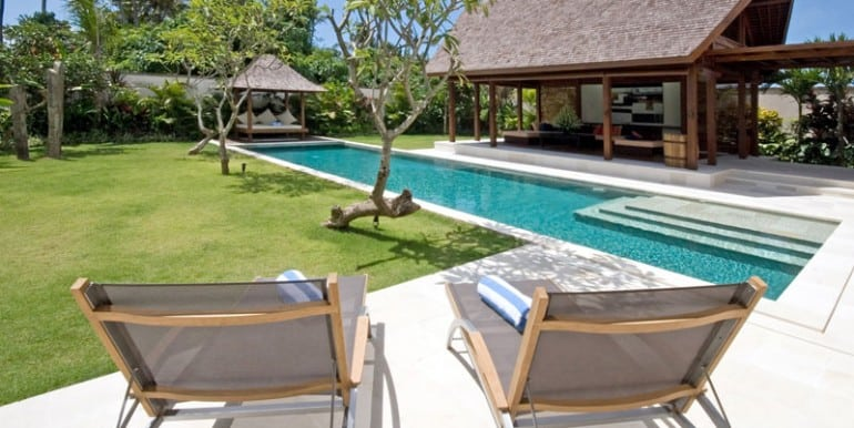 Villa-YUD-Pool-side