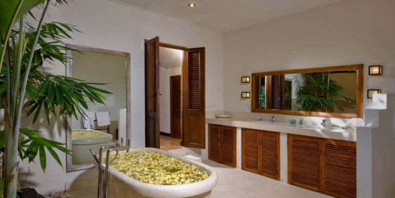 03-11-Bath-2-770x386
