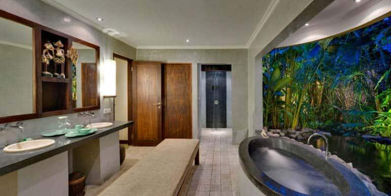 10-06-Bath-770x386